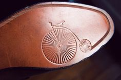 Penny farthing shoes anyone? Tweed Ride, Mode Shoes, Men's Shoes, Penny Farthing, Classic Style, My Style, Style Men, Cycle Chic, Bicycle Art