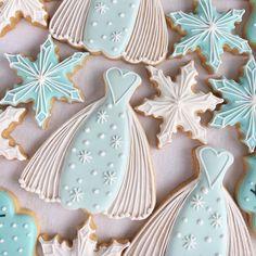 Frozen Cookies Snowflake Cookies, Christmas Cookies, Christmas Holidays, Frozen Birthday Party, Frozen Party, Sugar Cookie Icing, Sugar Cookies, Frozen Cookies, Cut Out Cookies