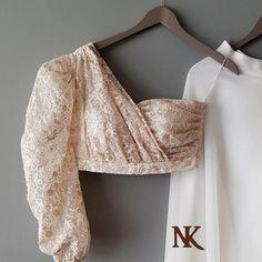 New Blouse Designs, Stylish Blouse Design, Stylish Dress Designs, Bridal Blouse Designs, Saree Blouse Designs, Blouse Styles, Indian Style, Saris, Mirror Blouse Design