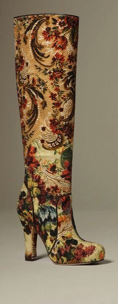 If there had been feminine fashion boots in the 18thC... Dolce & Gabbana