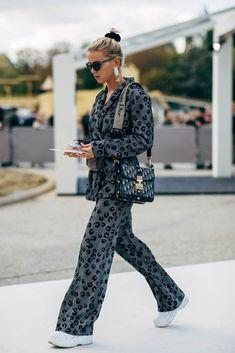 Paris Fashion Week Street Style Spring 2019 - Katharina Home Look Fashion, Trendy Fashion, Fashion Beauty, Girl Fashion, Autumn Fashion, Fashion Outfits, Womens Fashion, Fashion Trends, Paris Fashion