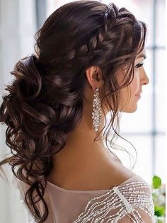 Pretty dutch braid with curls