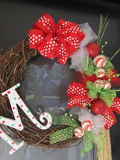 Sugar Bee Crafts: Christmas Wreath - Grits & Giggles.  Super cute DIY wreath and easy bow tutorial.
