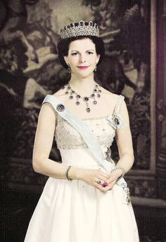 misshonoriaglossop:  Queen Silvia in the Amethyst parure
