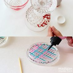 Glass paint tips: use toothpicks and cotton swabs Painted Wine Bottles, Painted Wine Glasses, Bottles And Jars, Glass Bottles, Mason Jar Crafts, Bottle Crafts, Mason Jars, Glass Paint, Glass Blocks