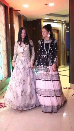 Pakistani Fancy Dresses, Party Wear Indian Dresses, Designer Party Wear Dresses, Indian Gowns Dresses, Indian Bridal Outfits, Indian Fashion Dresses, Pakistani Dress Design, Indian Designer Outfits, Kids Prom Dresses