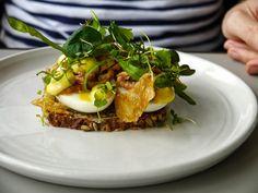 """Almanak: Soft boiled egg, """"Romo"""" shrimps, chicken skin, chickweed smorrebrod"""