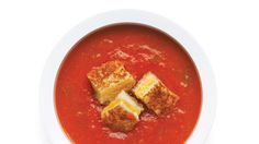Up Your Comfort Food Game with This Tomato Soup and Grilled Cheese Croutons Recipe (StyleCaster) Roast Tomato Soup Recipe, Roasted Tomato Soup, Roasted Tomatoes, Mini Grilled Cheeses, Grilled Cheese Recipes, Crouton Recipes, Fresh Tomato Recipes, Matzo Meal, Quick Meals