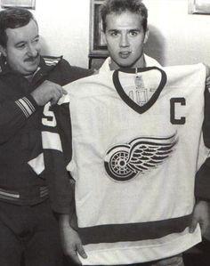 Steve Yzerman named captain, 1986 Dear God! Hockey Rules, Hockey Teams, Hockey Players, Sports Teams, Hockey Baby, Ice Hockey, Hockey Girls, Detroit Sports, Detroit Tigers