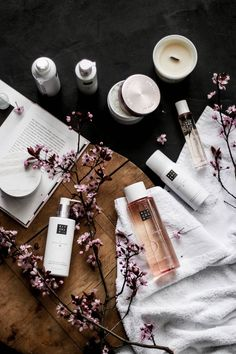 Ritual of Sakura by Rituals Cosmetics - #Cosmetics #Ritual #Rituals #Sakura Farmasi Cosmetics, Parfum Victoria's Secret, Corine De Farme, Beauty Makeup, Eye Makeup, Makeup Brushes, Perfume Diesel, Cosmetic Design, Skin Care Products