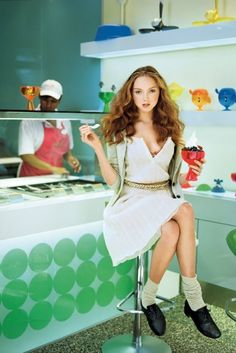 lily cole at pinkberry
