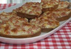 Melegszendvicskrém Croatian Recipes, Hungarian Recipes, Quiche Muffins, Bread Display, Food Hacks, Baked Goods, Macaroni And Cheese, Hamburger, Sandwiches