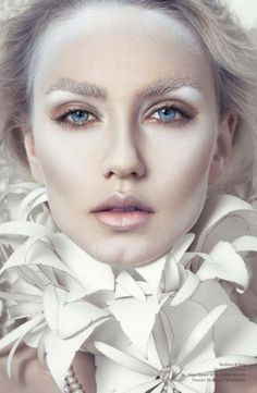 Looking for for ideas for your Halloween make-up? Check out the post right here for perfect Halloween makeup looks. Make Up Looks, How To Look Pretty, Engel Make-up, Ice Queen Makeup, Ghost Makeup, White Makeup, Sparkly Makeup, Glitter Makeup, Make Up Inspiration