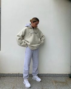 It's official: Sweatpants has become a full-fledged movement, and these jogger outfits prove it. Trust us—you'll never want to stop wearing these looks. Heutiges Outfit, Joggers Outfit, Cosy Outfit, Mode Outfits, Girl Outfits, Fashion Outfits, Beach Outfits, Summer Outfits, Fashion Hacks