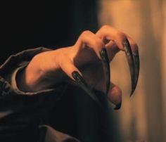 Maren er en kraftfuld formskifter. Typisk en kvinde. Der findes dog enkelte legender om mandlige marer.