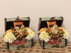 #flowerlovers #dhalia #roses #flowerbox #victoriassecret Flower Room, My Flower, Flowers, Flower Boxes, Flower Arrangements, Floral Wreath, Roses, Wreaths, Table Decorations