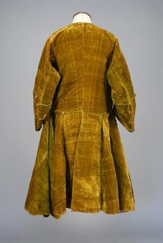 Rear view, coat, c. 1725. Olive green silk, metallic gold Dorset buttons, multiple linings: stiffened linen facing with wool batting sandwiched between horsehair lining and brown linen.