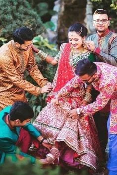 """The post """"family picture poses"""" appeared first on Pink Unicorn photography Family Indian Wedding Photography Poses, Indian Wedding Photos, Bride Photography, Mehendi Photography, Indian Weddings, Photography Ideas, Photography Brochure, Indian Pictures, Modern Photography"""