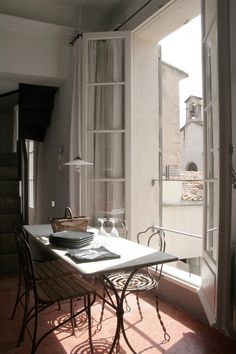 One Bedroom Apartment Rental in Apt, Provence, Remodelista