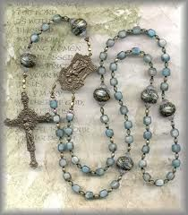 Rosary Workshop: How to make Rosaries, ➖➖➖➖➖➖➖➖➖➖➖➖ DIY jewelry, steampunk mom, DIY rosaries Rosary Prayer, Holy Rosary, Prayer Beads, Catholic Jewelry, Rosary Catholic, Rosary Bracelet, Rosary Beads, Diy Rosary Necklace, Beaded Jewelry