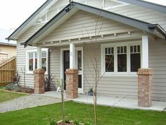 Stone, white and charcoal Californian Bungalow 11 Westbourne St Brunswick… House Exterior Color Schemes, House Paint Exterior, Exterior Colors, Exterior Design, Bungalows, Home Design, Weatherboard Exterior, Brunswick House, Bungalow Exterior