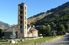 Catalan Romanesque Churches of the Vall de Boí *** photo of Sant Climent church at Taüll San Clemente, Medieval Art, Romanesque, World Heritage Sites, Willis Tower, Art And Architecture, Places To Go, Camping, Mansions