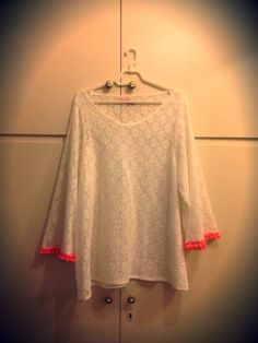 Dreamy beige all over lace cotton top with saumon ponpon details at sleeve - loose fit - OTS