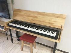 リビング学習に!電子ピアノ台兼学習机をDIY Piano Desk, Piano Bench, Music Corner, Digital Piano, Creative Storage, Scandinavian Interior, Diy Table, Home Decor Inspiration, Home Organization