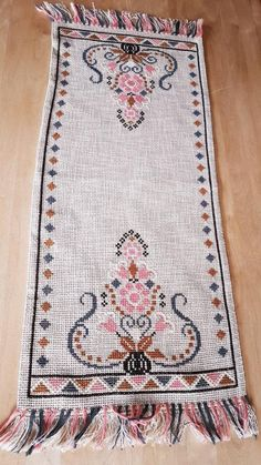 Beautiful retro cross stitch embroidered tablerunner in linen from Sweden - el emekleri göz nuru Hand Embroidery Stitches, Cross Stitch Embroidery, Cross Stitch Designs, Cross Stitch Patterns, Retro, Palestinian Embroidery, Running Stitch, Le Point, Table Runners