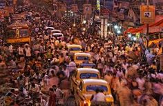 Crowds and taxis on the Streets of Calcutta India near the main mosque in downtown Kolkata. National Geographic Fotos, Photographie National Geographic, National Geographic Photography, World Population, New Delhi, Kolkata, Bbc News, Ap Human Geography, Brazil
