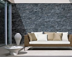 STONEPANEL® BLACK SLATE Traditional black slate, with dark blue tones, arranged in blocks that transmit solidity and sobriety. It can be used for any type of exterior or interior natural stone wall cladding application. Stone Cladding Exterior, Exterior Wall Tiles, Natural Stone Wall, Natural Stones, Slate Garden, Stone Edging, Dark Blue, Light Blue, Stone Panels