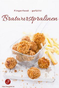 Bratwurstpralinen gefüllt mit Curry Ketchup Fingerfood Recipes, Sausage Recipes: Recipe for sausage pralines, filled with currywurst sauce. Finger food fast, hearty and delicious! Finger Food Appetizers, Appetizers For Party, Appetizer Recipes, Snack Recipes, Curry Ketchup, Party Finger Foods, Chocolate Filling, Food Is Fuel, World Recipes