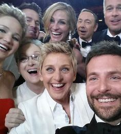 Artist Heather Rooney made her own pencil-drawn art of that now famous Oscars 2014 selfie featuring such faces as Ellen DeGeneres, Meryl Streep, Julia Roberts, Ellen Degeneres, Meryl Streep, Brad Pitt, Les Oscars, Oscars 2014, Kevin Spacey, Katharine Hepburn, Julia Roberts, Matthew Mcconaughey