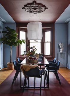 H&H's Reiko Caron was inspired to take on an eye-catching DIY paint project in this old Victorian home. | Presented by Behr | Photographer: Jason Stickley Best Paint Colors, Interior Paint Colors, Paint Colors For Home, Painted Headboard, Old Victorian Homes, H Design, Colored Ceiling, Paint Stripes, Painting Trim