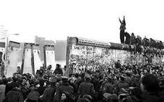 Kuvahaun tulos haulle berliinin muuri murtuu