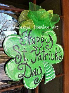 Items similar to St. Patrick's Day Clover Door Hanger - Bronwyn Hanahan Art on Etsy St. Patricks Day, Saint Patricks, Burlap Door Hangers, St Patrick's Day Decorations, St Patrick's Day Gifts, Spring Door, Burlap Crafts, Diy Door, Door Signs