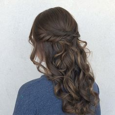 the prettiest half up do style