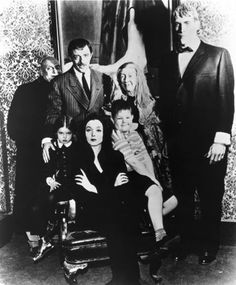 Still of Jackie Coogan, John Astin, Ted Cassidy, Carolyn Jones, Lisa Loring and Ken Weatherwax in The Addams Family