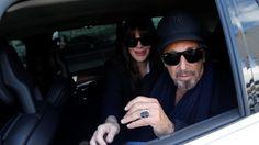 """Al Pacino y Lucila Polak llegaron a Buenos Aires. El actor de Hollywood y su pareja argentina arribaron al aeropuerto de Ezeiza esta mañana. Él se presentará en el Teatro Colón y ella estará en el estreno de la película """"Resentimental"""" (Gustavo..."""