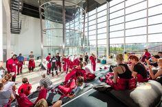 Group of first-timers getting ready for their flight at Sirius Sport wind tunnel. Ryhmä ensikertalaisia valmistautumassa lentoonsa Sirius Sportin tuulitunnelissa.