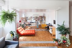 Oscar Freire Apartment by Claudia Bresciani and Júlia Risi