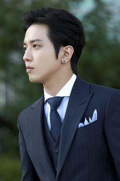 Jung Yong-hwa from CN Blue. Also an actor. Jung Yong Hwa, Lee Jung, Jung Yoon, Kang Min Hyuk, Lee Jong Hyun, Cnblue Yonghwa, Minhyuk, Korean Star, Korean Men