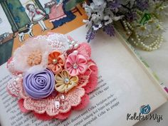 Moonlight on The Surabaya Brooch Size : 9 cm Colours : pink Materials : fabric flower, lace and beads Fabric Crafts, Diy Crafts, Flower Brooch, Embroidery Art, Flower Crafts, Fabric Flowers, Quilling, Moonlight, Hair Bows