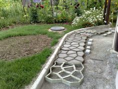 Front yard design ideas on how to design the front yard - do it yourself - DIY Plastic Concrete Path Maker – Modern Online Market – Do It Yourself - Garden Paving, Garden Stepping Stones, Garden Paths, Concrete Stepping Stones, Concrete Path, Concrete Garden, Brick Pathway, Concrete Molds, Concrete Driveways