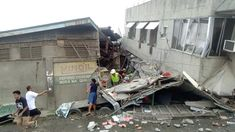A powerful earthquake hit the southern Philippine island of Mindanao on Sunday, killing a child, injuring dozens and damaging buildings in. Earthquake News, Japan Earthquake, Philippines Earthquake, General Santos, Philippines Cities, Tsunami Warning, Hotel Swimming Pool, Philippines, North West