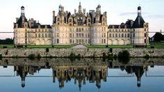 Castelo Chambord, Loir-et-Cher, França. Residência do rei Luís 14, o castelo Chambord foi erguido no século 16 e serviu de inspiração para artistas como Leonardo da Vinci. Atualmente é a mais visitada das construções do vale do Loire.