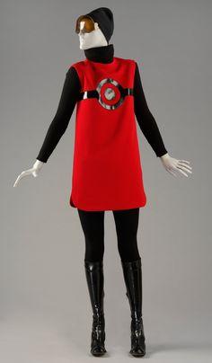 Chiếc váy mang phom dáng và họa tiết hình học của Pierre Cardin