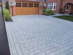 Inspiring entry ideas with pavers for an amazing exterior driveway pav .Inspiring driveway ideas with paving stones for an amazing exterior at impressive ideas to beautify your beautiful garden with breathtaking paving impressive Grey Block Paving, Driveway Paving Stones, Block Paving Driveway, Brick Driveway, Driveway Design, Driveway Landscaping, Landscaping Ideas, Front Garden Ideas Driveway, Modern Driveway