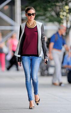 Celebrity Look - Coole Skinny Jeans mit lässiger Jacke mit Lederärmeln – Olivia Palermo weiss, wie man Signature-Pieces nonchalant kombiniert.