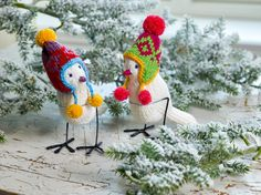 """It's been 3 years since we designed and knitted these little cuties. """"A Field Guide to Knitted Birds"""" was the last full book that we made and has always been one of our favourites! Tap on the link in bio to discover our universe. Crochet Crafts, Knit Crochet, Arne And Carlos, Knitting Books, Knitting Yarn, Animal Projects, Handmade Shop, Scandinavian Design, Creative Inspiration"""